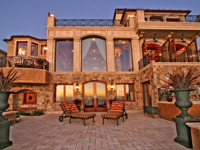 Camino De La Costa (La Jolla, CA)... Oceanside, California...can I rent that beach house?
