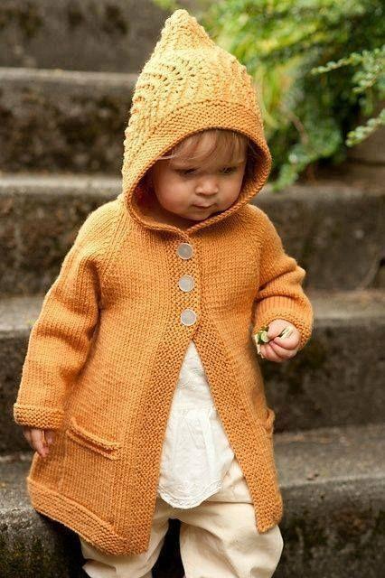 Sarı kapşonlu örgü çocuk hırka