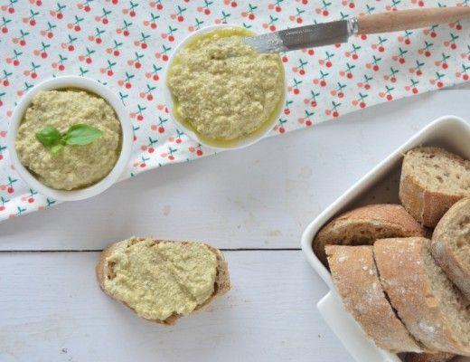Dip van olijven, knoflook en geitenkaas