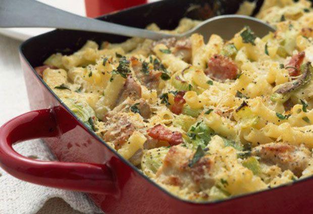 Gratin de pâtes au chorizo, poireaux et ricotta WW, un bon plat à base de pâte aux poireaux et chorizo nappé d'une sauce à la ricotta facile et simple à réaliser pour un repas complet.