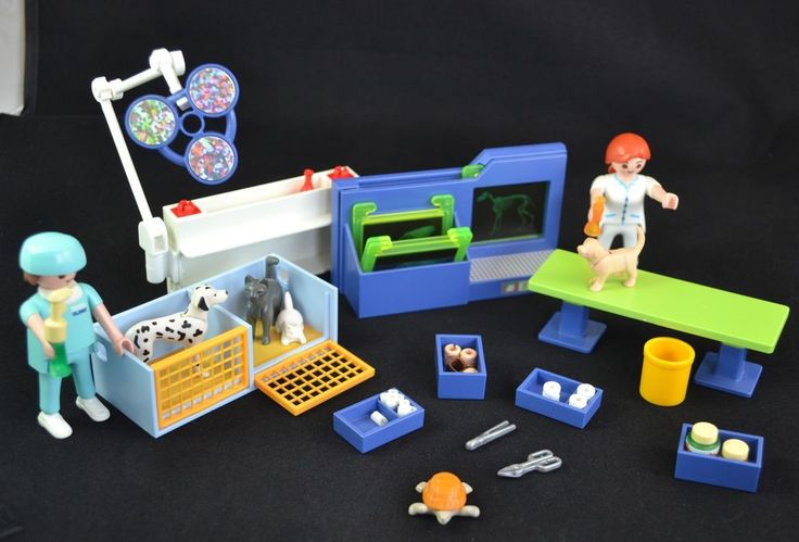 Playmobil Veterinary Office Doctor &  Assistant Cats Dogs Turtle Carry Case #PLAYMOBIL