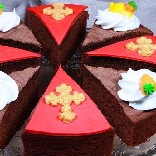 Sinterklaas en chocolade zijn onlosmakelijk aan elkaar verbonden. Dus hebben we ze samen laten komen in deze goddelijke brownietaart! Kan er wat jou betreft niet genoeg chocolade zijn op 5 december, dan zit je hiermee sowieso goed.  Heerlijk brownie-avondje - Taart - Recepten  | Deleukstetaartenshop.nl