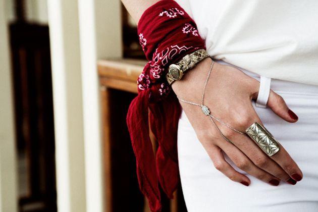 bandana-braços-pulso-jeitos-de-usar-embedded_wrist_bandana