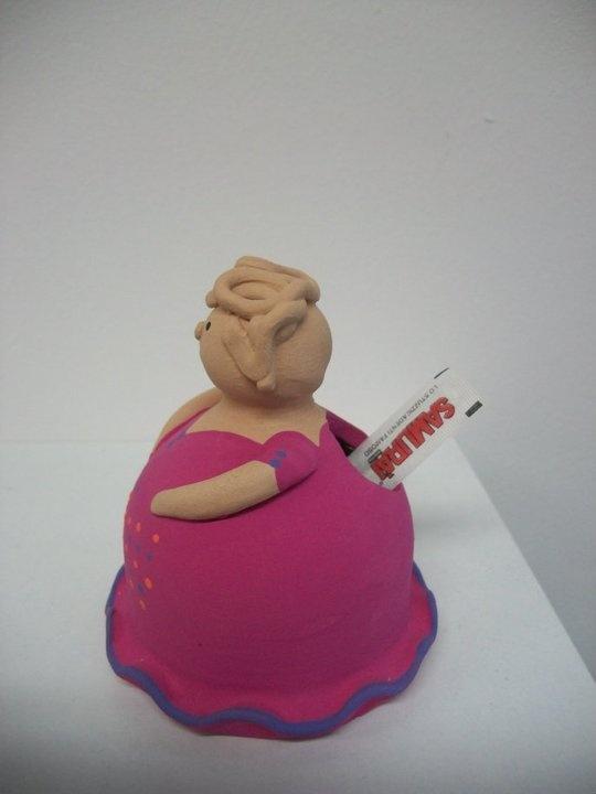 """""""comare"""" in terracotta portastuzzicadenti  altezza 10 cm. : modellata e dipinta a mano"""