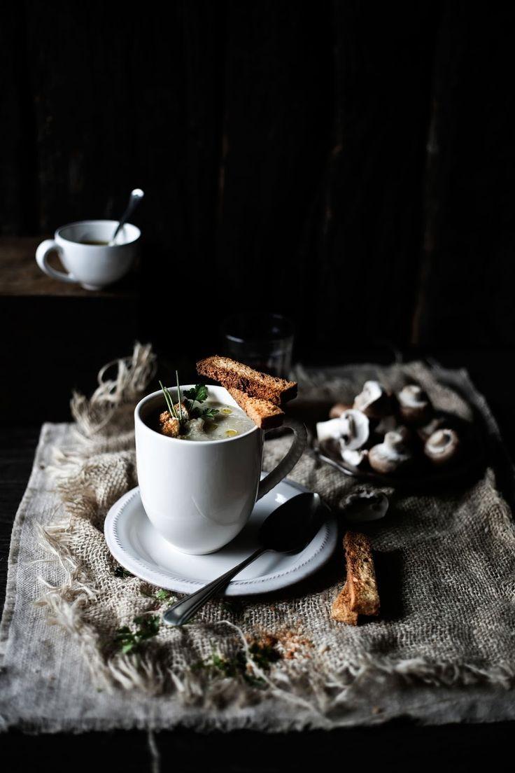 Pratos e Travessas: Sopa de couve flor, cogumelos marrom e tomilho # Cauliflower, cremini mushrooms and thyme soup