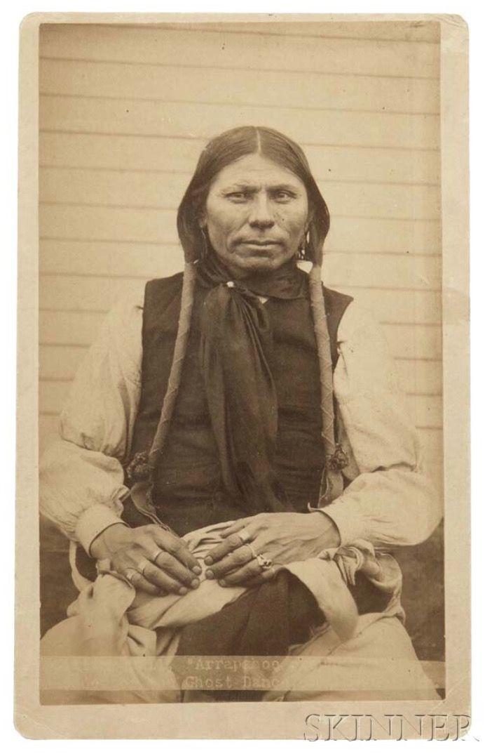 Sitting Bull, Арапахо. Лидер Пляски Духов. Форт Силл, Территория Оклахома. H.P. Robinson. Skinner. American Indian & Ethnographic Arts - 3005B Бостон. 5 мая 2017