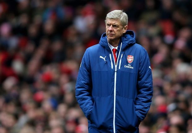Wenger defends LVG over tactics