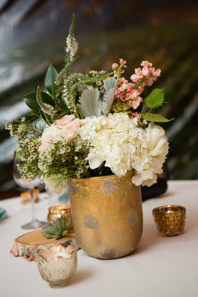 #bloominbouquets #sweetwaterbrewingcompany #tablearrangement #whitehydrangea #whiteveronica #waxflower #dustymiller #sprayrose #pinkstock #italianruscus #goldmercuryglass: