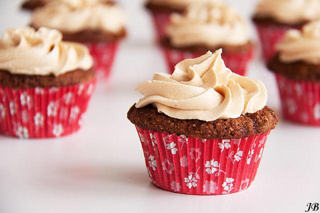 Sticky toffee cupcakes met karamelcrème