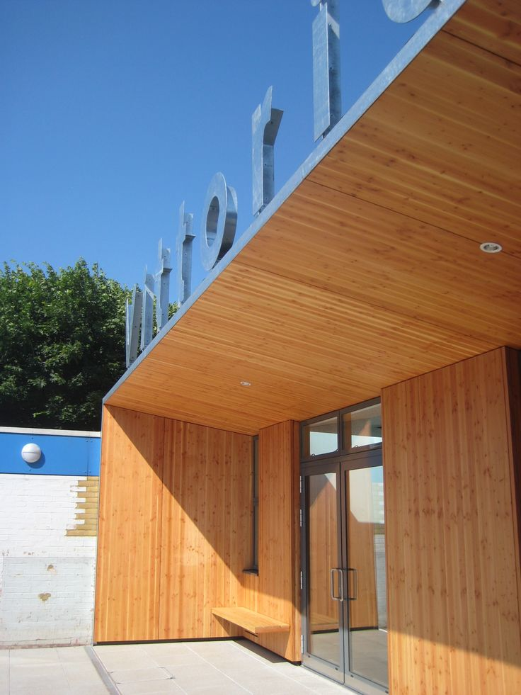 Timber recess entry by Charles Barclay Architects http://cbarchitects.co.uk