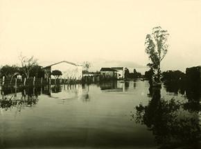 Avenida Leopoldina, às margens do rio Pinheiros, em São Paulo, durante a enchente de fevereiro de 1929