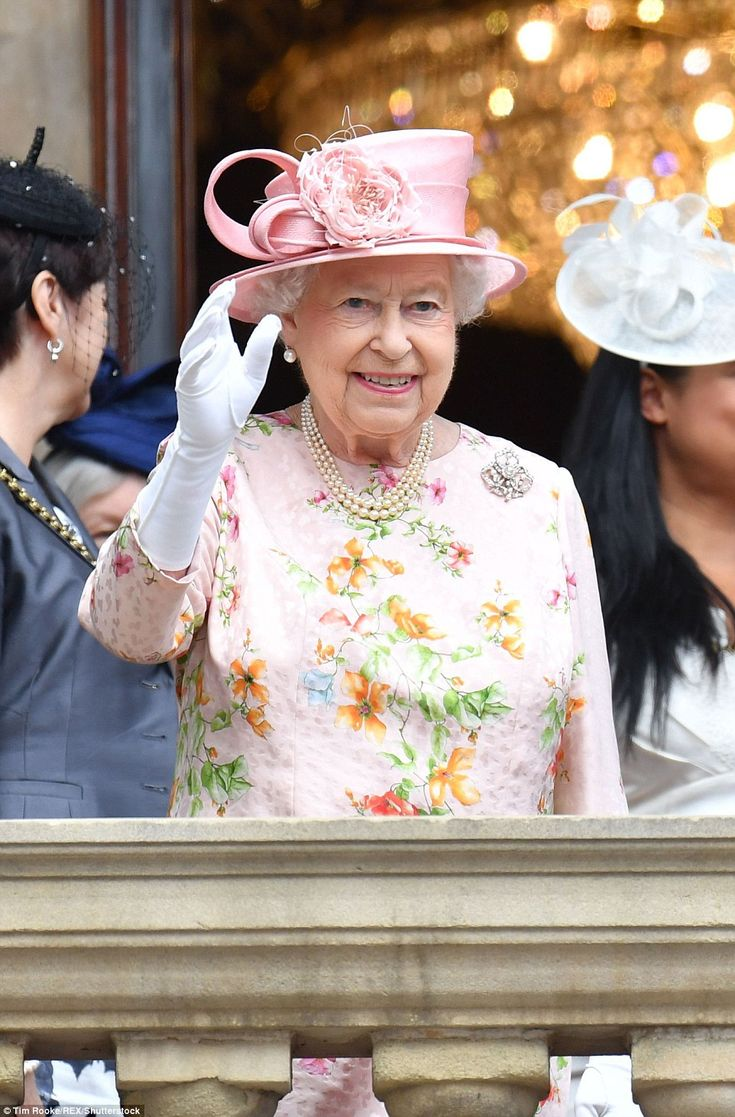After lunch at the town hall, the Queen appeared on the balcony to greet well-wishers
