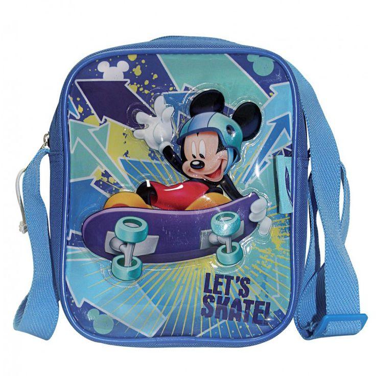 Sac bandoulière vertical Mickey fait du skate. Face avant en plastique brillant pour des couleurs éclatantes avec Mickey en relief. Les autres parties du sac sont en toile synthétique  Haut 21cm Larg 16cm Prof 5cm