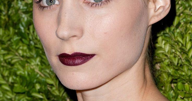 Als hätten sie am Bordeaux genippt. Stars tragen jetzt dunkelrote Lippen mit starken Konturen!
