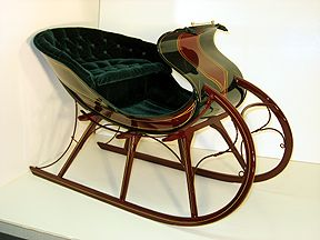 Small sleigh.  Lots of sleighs on this site.