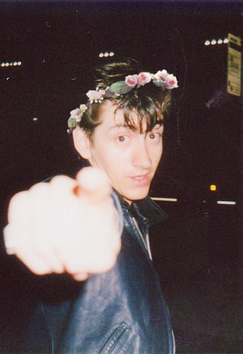 Alex Turner wearing a flower crown. Cant pass must pin
