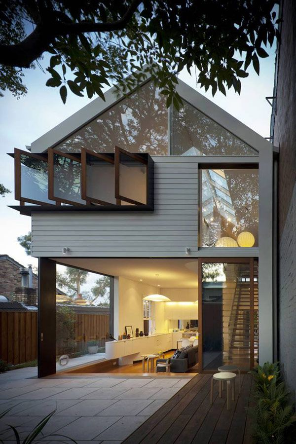 The Elliott Ripper House by Christopher Polly Architect in Rozelle, Sydney, Australia. Weatherboard cladding profile, large glass doors and pivoting windows.