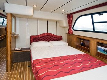 Cruiser double cabin. (Available on the Norfolk Broads)