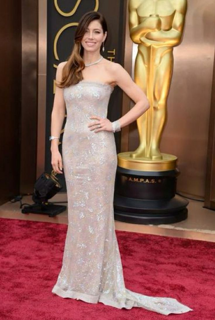 Jessica Biel looking amazing in this strapless gown!