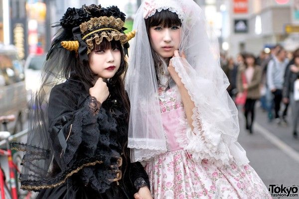 CEWEK HARAJUKU BERTANDUK DI GAYA LOLITHA VS ANGELIC PRETTY STREET STYLE  Berita Fashion Jepang – Souka dan Natsu tertangkap mata kami di jalan Harajuku mengenakan gaya lolita jepang namun memadukan kontras gaya gothic dan imut.