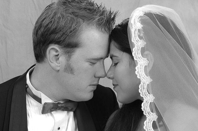Tafsir mimpi berikut memberikan informasi tentang arti mimpi kawin, perkawinan, pernikahan, dan segala yang berkaitan termasuk mimpi poligami.