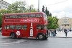 Το Pimm's O'Clock Bus τριγυρίζει στην Αθήνα και κερνάει δροσιστικές κανάτες Pimm's εσένα και τους φίλους σου!