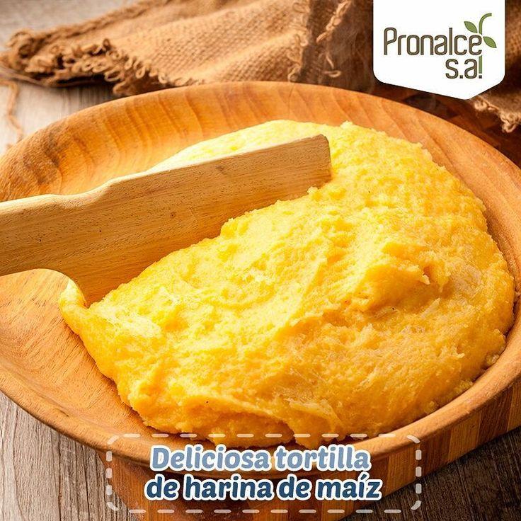 Prepara con #Pronalce esta deliciosa tortilla de harina de maíz o también conocida en Italia como polenta #Cereal #Nutrición #Salud   Ingredientes   1 taza de harina de maíz   2 litros y medio de agua.  1 cebolla.  2 dientes de ajo.  1 huevo.  Semillas de sésamo (ajonjolí) trituradas.  Aceite.  Perejil.  Tomillo.  Sal.