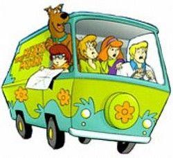Lorsque l'on parle de vans célèbres, on pense tout de suite au Mystery Machine de Scoubidou (Scooby-doo, where are you? en V.O.) D'autres songeront au GMC de Mr. T dans l'Agence tout risque, mais de toute façon, aujourd'hui, je vais parler du Mystery Machine. A l'origine, Scoubidou aurait du conter les aventures d'un groupe de rock, les Mystery five (en hommage aux MC5?) qui résoud des enigmes entre deux concerts. D'où le van pour transpoter le matériel. L'idée des musiciens a vécu, mais…
