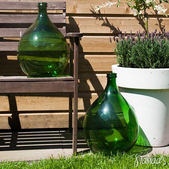 Bolle flesvlaas groen #nanaas #vintage #wijnfles #woonaccessoires #vaas http://www.nanaas.nl/a-37272225/vazen-flessen/bolle-fles-vaas-groen/