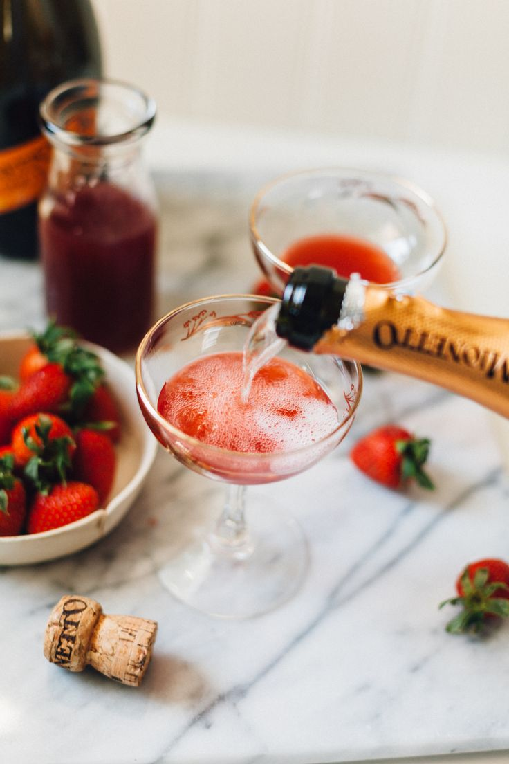 A delicious recipe for Fresh Strawberry Jus Sparkling Cocktails with MyMionetto | Alyssa & Carla  AD, Content for 21+