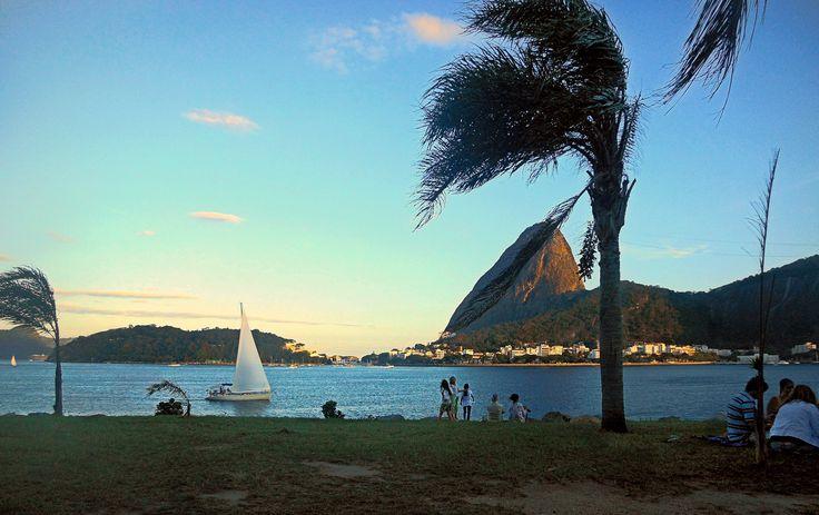 https://flic.kr/p/Viufx6 | E ao balanço do vento, o barquinho vai.... MCris | Foto tirada do Aterro do Flamengo, Rio de Janeiro, RJ, Brasil. 2015