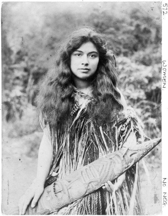 Maori woman, possibly Te Kaia Kingi, ca 1900