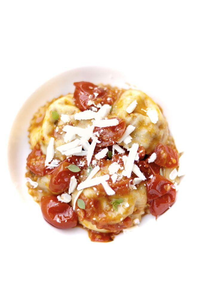 Ravioli alla norma (ripieni di ricotta e melanzane con sugo di pomodoro fresco e basilico)