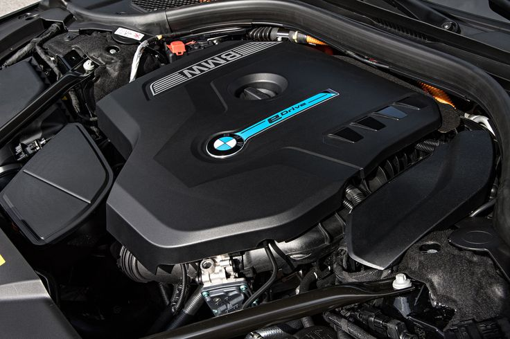 2017 BMW 740e xDrive iPerformance Engine
