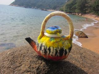 Wool felt teapot, theme of autumn. Blog http://terriekwong.blogspot.hk/2014/01/an-autumns-tale.html