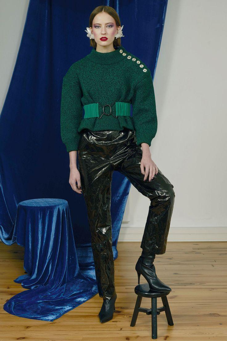 http://www.vogue.com/fashion-shows/pre-fall-2017/veronique-leroy/slideshow/collection