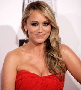 Christine Taylor Hairstyle, Makeup, Dresses, Shoes and Perfume.