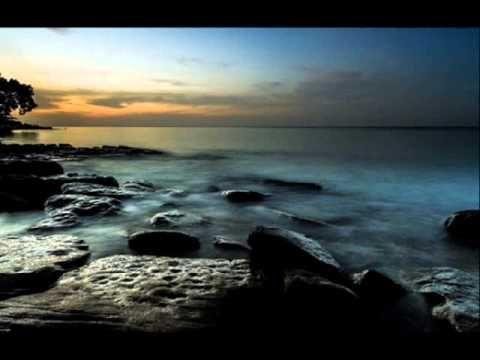 Neoton Familia Rólad dúdol a szél   B G videója