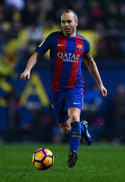 Andres Iniesta of FC Barcelona runs with the ball during the La Liga match between Villarreal CF and FC Barcelona at Estadio de la Ceramica stadium on January 8, 2017 in Villarreal, Spain.
