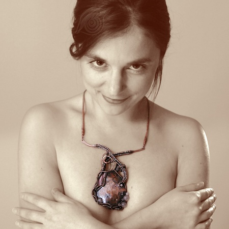 necklace Heart; copper wire, rose quartz, rhodochrosite, rocail; patinated; wire-wrapping, viking knit, riveting; by Nady; photo by Monika Hulova