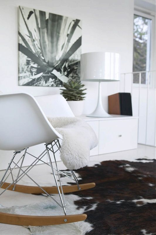 """Vitt hem"" for Interiør Magasinet by Per Gunnarsson Photography. That lamp!!"