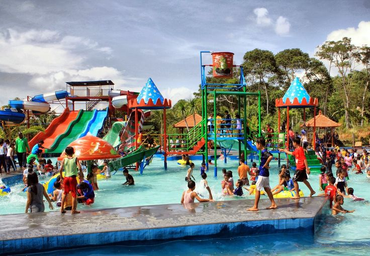 Kedekatan dalam kehangatan bersama anak - anak generasi penerus bangsa di Wisata Alam Cimahi #PesonaTranWisata. PIN : 2A82A1F9