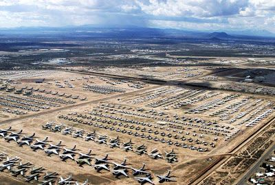 Maior cemitério de aviões do mundo ; Este depósito foi criado depois da Segunda Guerra Mundial e comporta desde o míticos B-52 até outros mais modernos como o F-14 que a Marinha mericana aposentou em 2006.