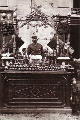 Suonatori (1880) Venditrice di uova (1885) Pescivendolo (1880) Porta Capuana (1896) Giardini (1888) Impagliatori (1870) Vesuvio Pastai (1890...