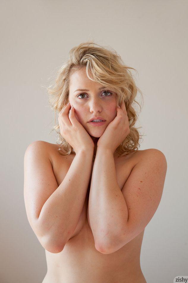 Mia Malkova | Absolute Beauty | Pinterest: https://www.pinterest.com/pin/309763280592207765