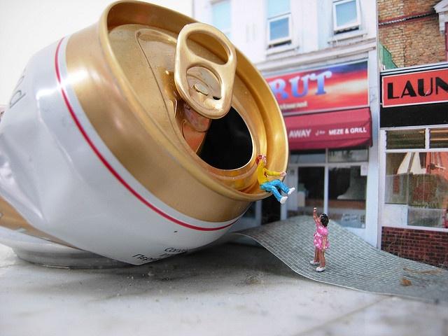 The world of Slinkachu http://restreet.altervista.org/la-street-art-in-miniatura-di-slinkachu/