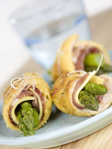 Involtini di petti di pollo ( blancs de poulet farcis) (Italie) - ajouter de l'Aubergine, faire une sauce avec du vin blanc et servir avec une poelée de tagliatelles au basilic et asperges vertes !