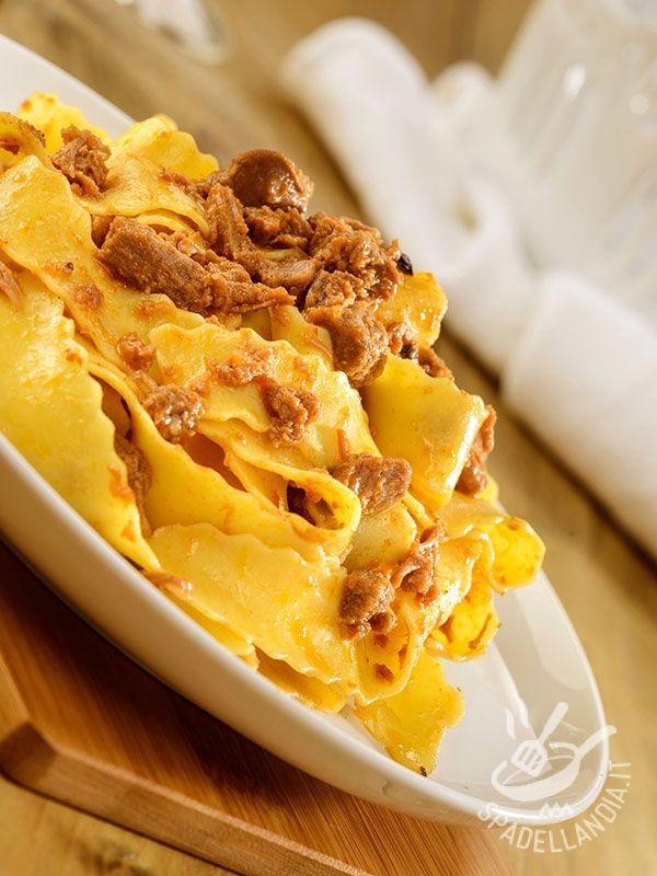 Pappardelle with hare - Ecco le Pappardelle alla lepre, un piatto gustoso della tradizione toscana e della cucina dell'Artusi, che ha tanto ispirato la cultura della buona tavola. #pappardelleallalepre