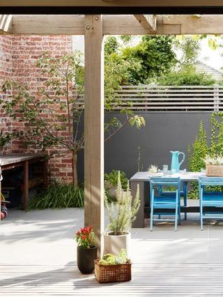 Village Scene | Beatty Ave Jost Architects | PHOTO Toby Scott| Est Magazine | #thefashionissue #style #inspiration #design #interiors #melbourne #garden #courtyard