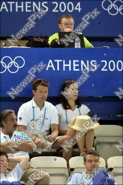 16 August 2004 At 11:00 Mary & Frederik watched Australia and Italy play waterpolo. --2004-08-16+Greek+Olympics+v.jpg (400×600)